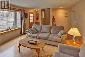 Room for rent in beautiful north east house London Ontario image 2