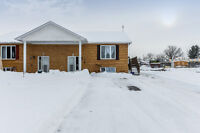 Tastefully Decorated 3 Bed & 2 Bath Bungalow in Wendover!