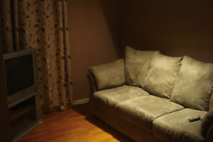 ONE BEDROOM LEGAL BASEMENT SUITE FULLY FURNISHED FOR RENT