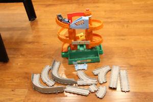 Thomas & Friends - Morgans Mine & Electronic train with whistle