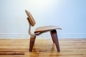 Eames® Walnut Lounge Chair (LCW)