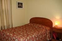 Chambres en maison de colocation stagiaires à Doctorats Calme.