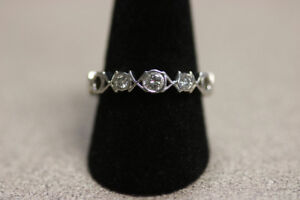 Unique 14k White Gold XOXO Diamond Ring