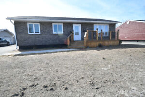 New Listing!! 708 Lakeside Dr