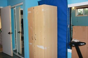 "armoire commodes  garde robe dimension 30"" x 20 1/2 x 71"" haut a"