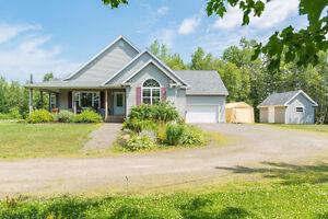 35 BOUNDARY DR. - RURAL ESTATES, MONCTON! 3 ACRE COUNTRY SETTING