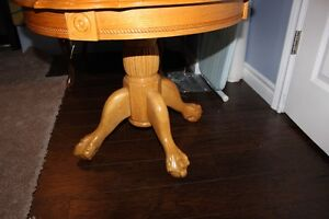 Wooden Round Coffee Table with 2 Matching End Tables Kawartha Lakes Peterborough Area image 3