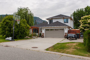 FOR SALE: 3775 Inglis Place, Peachland, V0H 1X2
