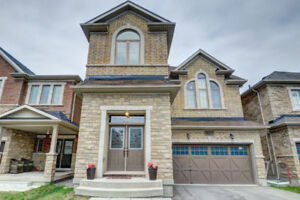 For Rent-Gorgeous Detached 4 Bed 3 Washroom Home  In Burlington