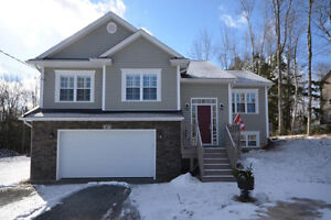 Executive Split Entry Home In Oakfield, Minutes To Golf Course