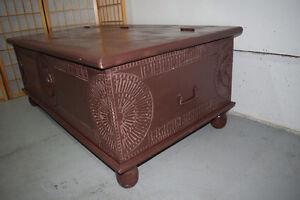 Sculpé tronc et table