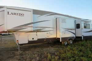 2014 LAREDO 329RE - Fifth Wheel Rear Entertainment Regina Regina Area image 4