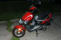 2006 Baja MotorSport 50cc Scooter (gas) low KMs, New Battery