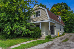 NOW AVAILABLE FOR STUDENTS-RENOVATED 4 BEDROOMS-WALK TO UWO &D.T