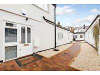 1 bedroom flat in Prado Path, Twickenham, TW1