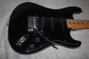 ELECTRIC GUITAR w/ MAPLE NECK