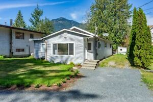 3 BED RANCHER, UPDATED! BEAUTIFUL MOUNTAIN LOCATION!