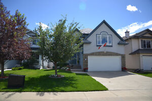 3BDRM 2 STOREY LOCATED ON GOLF COURSE