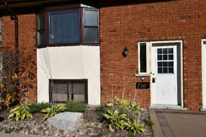 WELL MAINTAINED CONDO! 115 Mary Street West, Lindsay