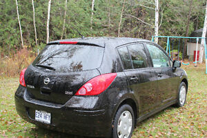 Low Millage 2009 Nissan Versa black Hatchback