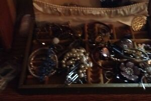 Looking for all vintage jewlery