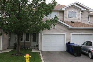 2 Br Townhouse with Garage In Lawson Heights Area
