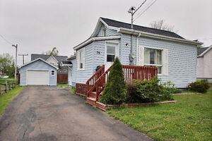 2 Bedroom home with garage close to Everything
