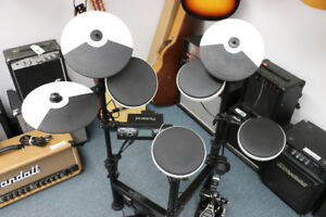 ***DON'T MISS A BEAT*** Roland Electric Drumset TD-4KP (#16486)