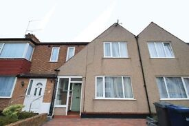 3 bedroom house in Dale Close, Barnet, EN5