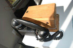 OLD TELEPHONE EXCELLENT CONDITION