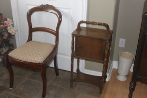 Antique Chair in Excellent Condition ( nice carved top detail )