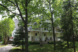 Country setting, privacy, peace & quiet, & minutes from town!