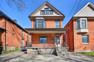 Solid 5 bedroom house in Durand. LOCATION, LOCATION, LOCATION!