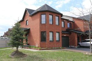 Lovely Three Bedroom Townhouse in Barrhaven For Rent