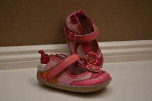 Robeez Baby Girl Shoes - Size 2