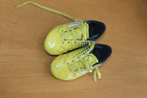 Cleves Size 8 Youth