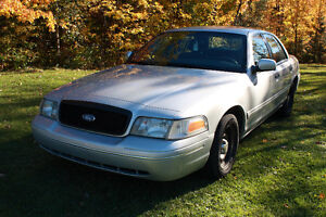 2002 Ford Crown Victoria (style police pack)