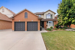 Lovely Detach with Backyard Oasis in Stoney Creek!