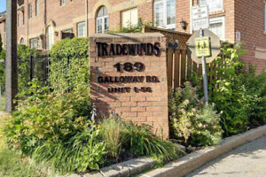 Totally Reno'd End Unit Townhome 2 Bed / 2 Bath / Fin Bsmnt