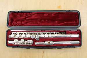 **BEGINNER/STUDENT** Yamaha 225S II Flute with Hard Case