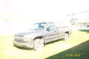 2000 Chevrolet  4 wheel drive Truck