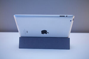 iPad 4th Generation 32GB with Smart Cover Cambridge Kitchener Area image 2