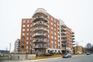 Great bright and spacious 3 bedroom 2 bathroom corner unit condo
