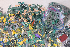 LARGE LOT TOY SOLDIERS - HUNDREDS MOSTLY MILITARY THEME Kitchener / Waterloo Kitchener Area image 2