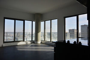 Luxurious semi-furnished 2 bedrooms apartment in Quartier des Sp