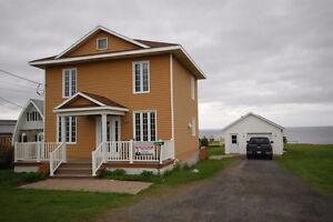 -BORD DE MER- Maison à étage à Grande-Rivière en Gaspésie