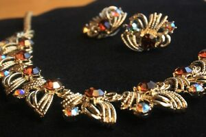 Ladies Vintage Necklace and Clip Earrings. London Ontario image 1