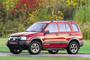 Wow! 2002 Chevrolet Tracker SUV Jeep Crossover 647-570-7250
