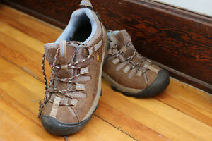Women's Keen's - size 8 - almost new!