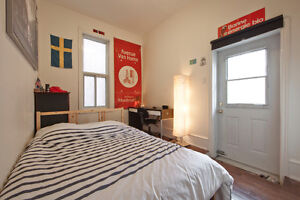 Bedroom in a gorgeous Plateau Apartment - JUNE JULY AUGUST -